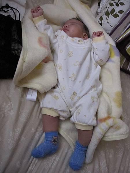 怎麼趴在身上睡著,放下來也是怎樣的姿勢