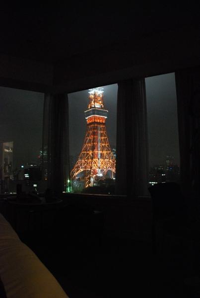 在房間就可以看到鐵塔唷..讚吧