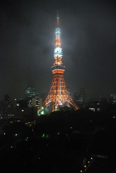 這可是我第一次看到日本偶像劇中的東京鐵塔呢