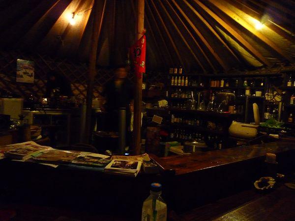 吃完飯去另一個帳篷裡的BAR