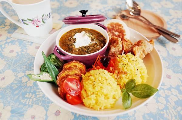 菠菜豬肉、印度起司、紅酒牛肉,三種咖哩飯