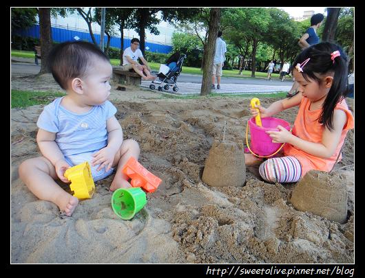 20120819 大安森林公園玩沙-7