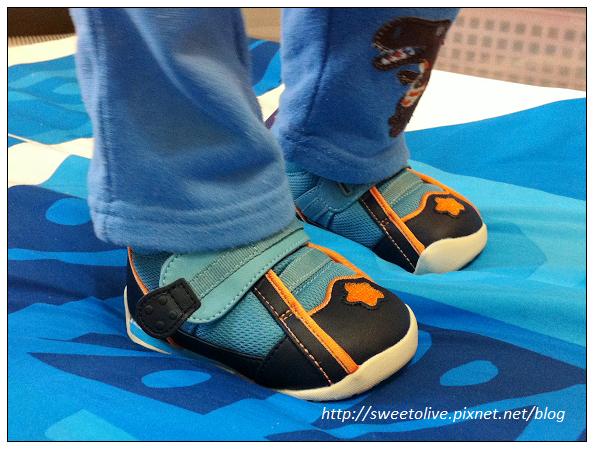 徐兔寶的貝親學步鞋-2