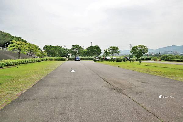 樹林鹿角溪人工濕地停車場