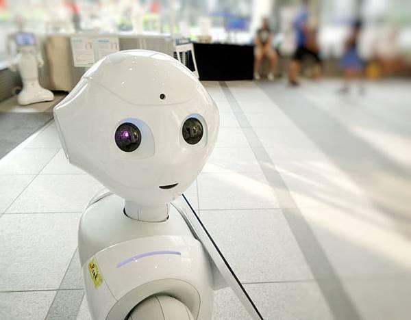 人工智慧機器人表情超自然!