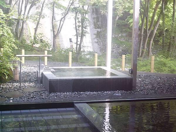 静山の湯露天風呂