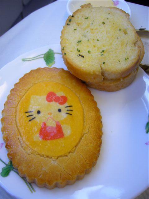 KITTY餅乾跟蒜頭麵包