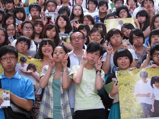 李啟源前進文藝營授課《河豚》獲百名文青鼓「河豚臉」集氣壯聲勢.jpg