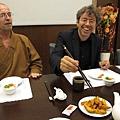 《捨愛其誰》導演安德烈斯凡伊爾吃台灣薯條,簡單卻美味無比,讓他數度話讚.jpg