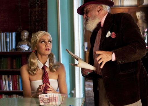 寶拉「現學現賣」扮小甜甜搞閨房創意《伴遊女王》聖誕跨年在台上映.jpg