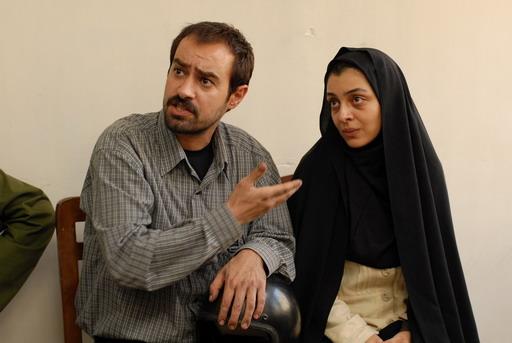 侯賽尼(左)與巴亞特(右)在《分居風暴》飾演一對指控雇主「謀殺罪」的夫婦.jpg
