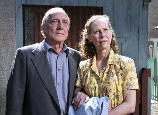 坎城影后凱蒂奧提南(Kati Outinen)秀癟腳法語《溫心港灣》南腔北調有意外「笑果」(左為法國男星安德烈威姆斯(Andre Wilms)