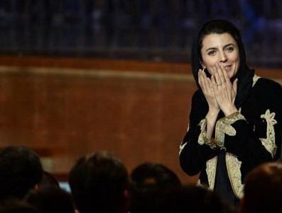 本屆亞洲電影大獎最大贏家《分居風暴》 女主角蕾拉哈塔米(Leila Hatami)代表導演上台領獎
