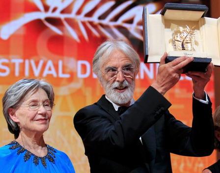 奧地利導演麥可漢內克(Michael Haneke)執導的最新力作《愛Amour》(Amour)不負眾望再度奪下金棕櫚大獎(左為女主角艾曼紐麗娃(Emmanuelle Riva))