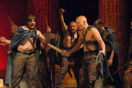 電影《凱撒必須死:舞台重生》根據莎士比亞名劇「凱撒大帝」(Julius Caesar)拍攝而成