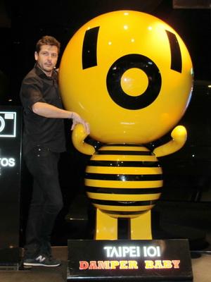 《EVA奇機世界》(EVA)導演凱克麥羅說101吉祥物風阻尼器小子可愛造型可列入機器人設計參考
