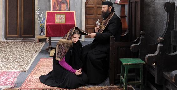 坎城影后克莉提娜芙露圖爾(Cristina Flutur)在《靈慾告白》進入修道院尋友,卻直白驚人出言不遜挑釁神父