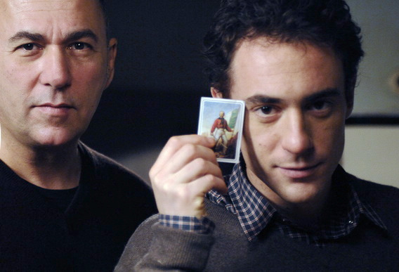 導演佛森歐茲派特(Ferzan Ozpetek, 左)新片《亮演人生》打出王牌, 邀請坎城影帝艾利歐傑曼諾(Elio Germano)擔任男主角