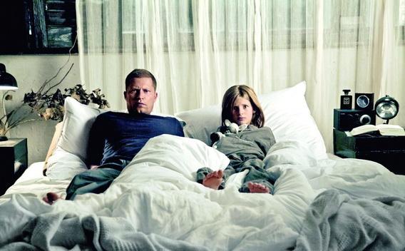 熱映十週大翻身《紅酒燉香雞2》狂賣7.5億奪德國票房冠軍, 右為他女兒艾瑪史威格(Emma Schweiger)