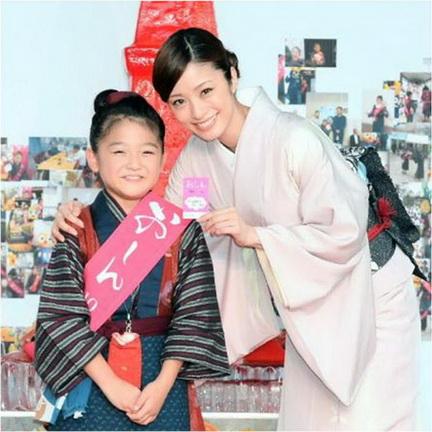 「小阿信」撒嬌上戶彩寫作業《阿信》12月在台上映