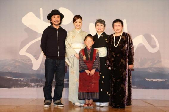 原著作者橋田壽賀子(右)年初曾出席《阿信》電影開鏡記者會