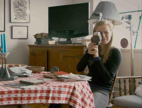 兄長一句無心的玩笑話,意外讓莎拉波莉(Sarah Polley)靈感大發,以拍攝紀錄片方式、開始追尋自己的身世之謎