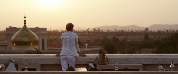 北非摩洛哥萬國宮(Palais Namaskar)美麗夕陽奇景堪稱一絕,艾蓮卻只能獨自享受