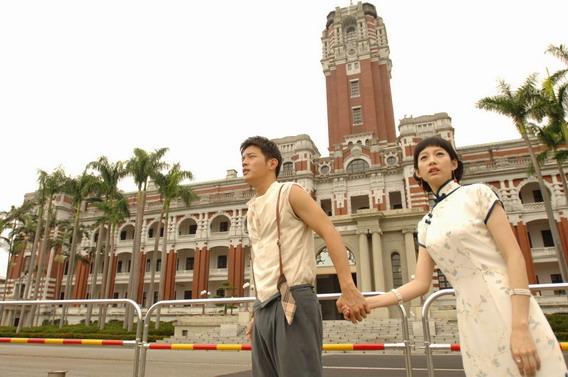 《大稻埕》宥勝(左)、簡嫚書(右)穿越現代總統府