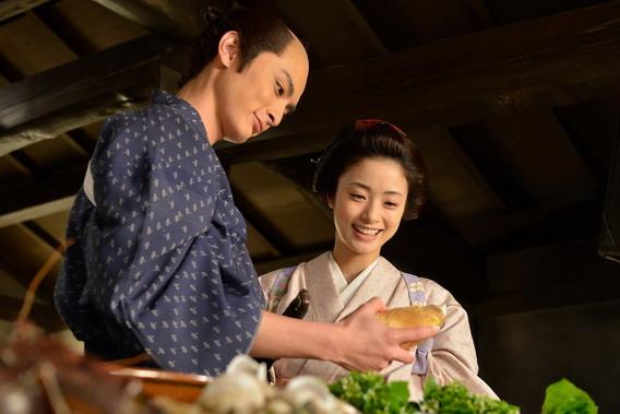 《武士的菜單》上戶彩戲劇性得教拿慣武士刀的老公改拿菜刀