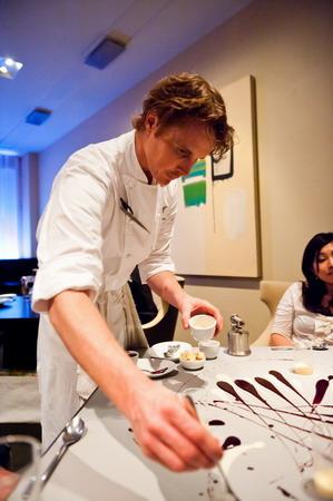 阿卡茲登世界廚藝之巔《夢饗米其林》料理譽為「可在藝術館展示」