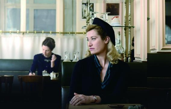 化妝鏡當後照鏡《盛開紫羅蘭》艾曼紐德芙花神咖啡館狂追星(右:艾曼紐德芙,左:桑德琳齊柏琳)