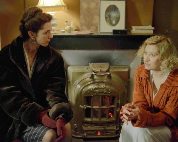 2《盛開紫羅蘭》艾曼紐德芙(右)推薦好友桑德琳齊柏琳(左)演出西蒙波娃