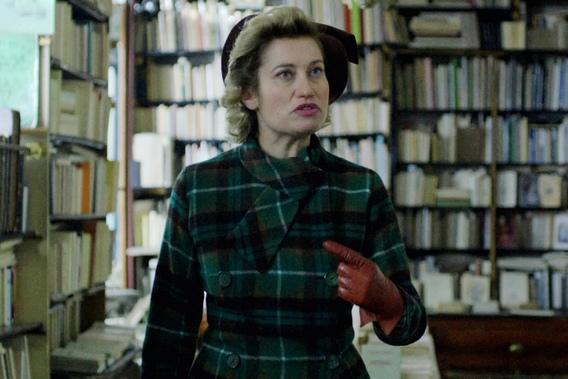 艾曼紐德芙在《盛開紫羅蘭》演活憨直又帶點機車的女作家,低調查書卻表現精采,還讓她跨海奪下以色列海法國際影展的「特別注目」大獎