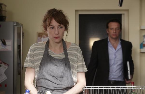 《鱷魚的黃眼睛》茱麗德巴狄厄(左)素顏被嫌,逼走老公