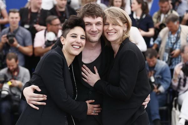 《我媽媽是派對女孩》三位導演左起瑪莉耶阿瑪秋凱莉巴薩、山繆賽斯、克萊兒伯