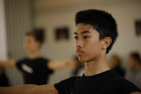 不愛書本只愛芭蕾《舞動芭蕾夢》華裔少年希維有煩惱