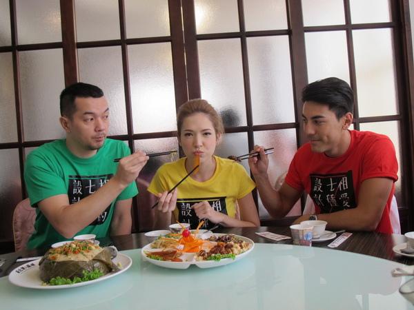 《相愛的七種設計》「全聯先生」邱彥翔(左)與白梓軒(右)餵許瑋甯吃菜