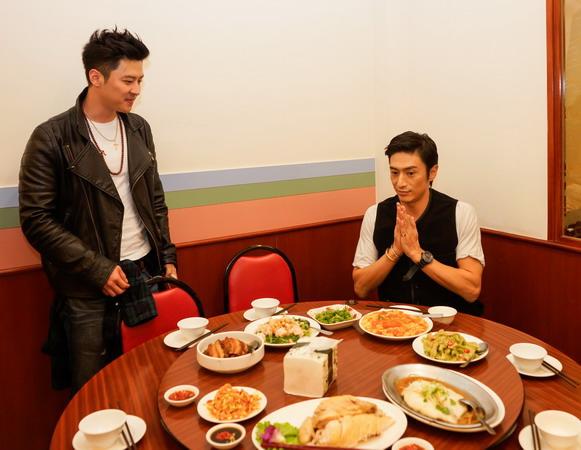 首餐狂吞兩大碗飯《上帝的男高音》伊勢谷QA搖身日文老師 左為韓製片Peter 鄭