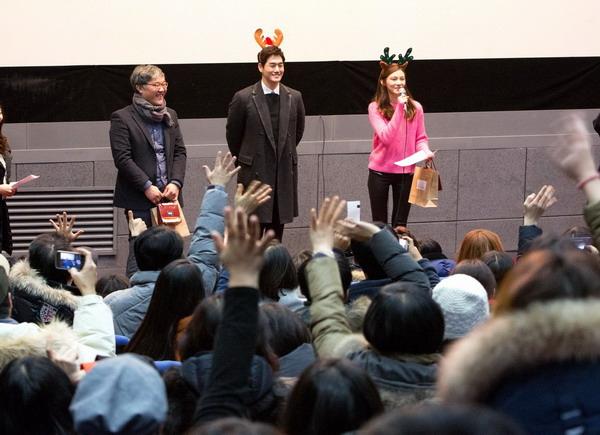 《上帝的男高音》左起導演金相滿、男主角劉智泰、女主角車藝蓮,頭戴馴鹿頭飾驚喜現身電影特映會