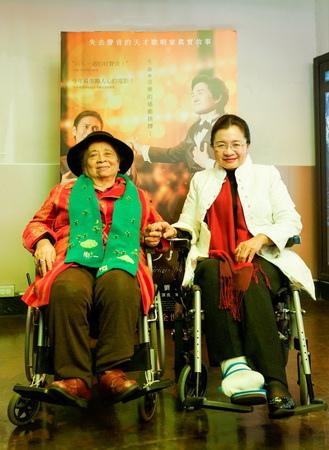 田秋堇陪媽媽坐輪椅欣賞《上帝的男高音》點名柯P來看_1