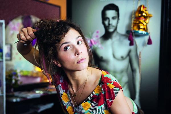 《歡迎光臨愛情沙龍》「德國甜心」愛琳緹索為了迎接性感造型大師而精心打扮
