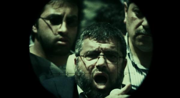 摩薩雖不怕被暗殺,卻對父親斷絕關係、感到難以釋懷(圖為他監聽父親「哈瑪斯」頭子哈珊約瑟夫(Sheikh Hassan Yousef)長達十多年)