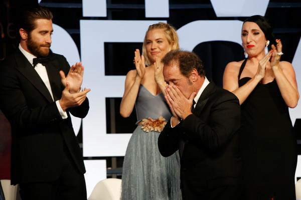 文森林頓致詞時幾乎泣不成聲,台上評審及台下觀眾也被感動得無不淚流滿面,堪稱今年坎城頒獎典禮上最動人的一頁