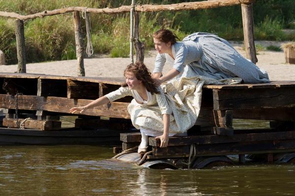 漢娜荷絲普隆(左)《二姊妹的情人》忘情救妹夫觀眾捧腹