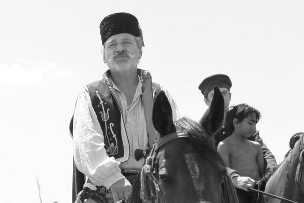 警官_康斯坦丁(Costandin):泰爾多柯本(Teodor Corban)飾