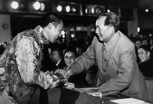 達賴喇嘛61年前曾跟毛澤東會晤,毛澤東當場允諾讓「雪山獅子旗」留在西藏作號幟