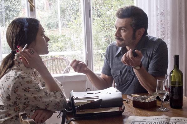 普契尼為演出和希臘英雄帕納古利斯(維尼喬馬基奧尼Vinicio Marchioni飾)一見鍾情戲,特別遠赴雅典拍攝,兩人從採訪到上床道盡女人為愛的意亂情迷