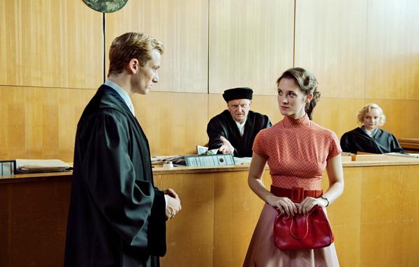 為50馬克罰金影后翻臉《謊言迷宮》貝許特大鬧法庭法官傻眼