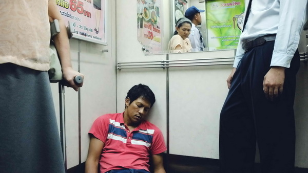 《華麗之墓》士兵聽國歌後沉睡橋段引發泰國軍政府不滿