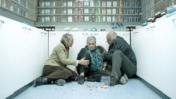 《快樂告別的方法》以色列影后愛麗莎羅森(Aliza Rosen)為愛鋌而走險替丈夫偷藥,犯行揭露後崩潰大哭